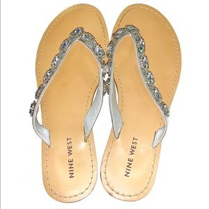 Nine West sz 7 silver jeweled thong style sandals